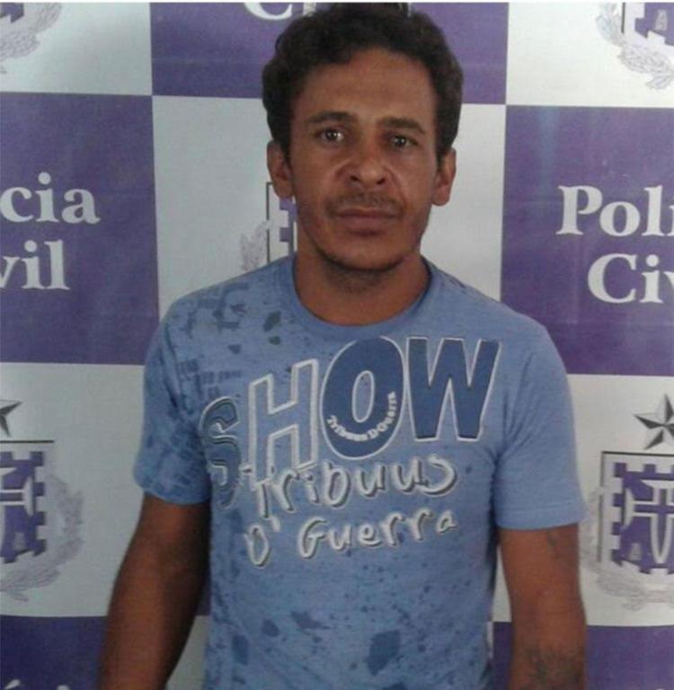 Hildebrando foi autuado por posse ilegal de arma e adulteração de sinal de veículo - Foto: Polícia Civil | Divulgação