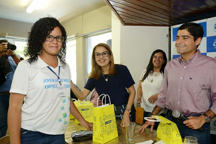Prefeito ACM Neto participa da entrega de óculos aos jovens - Foto: Valter Pontes l Agecom-PMS