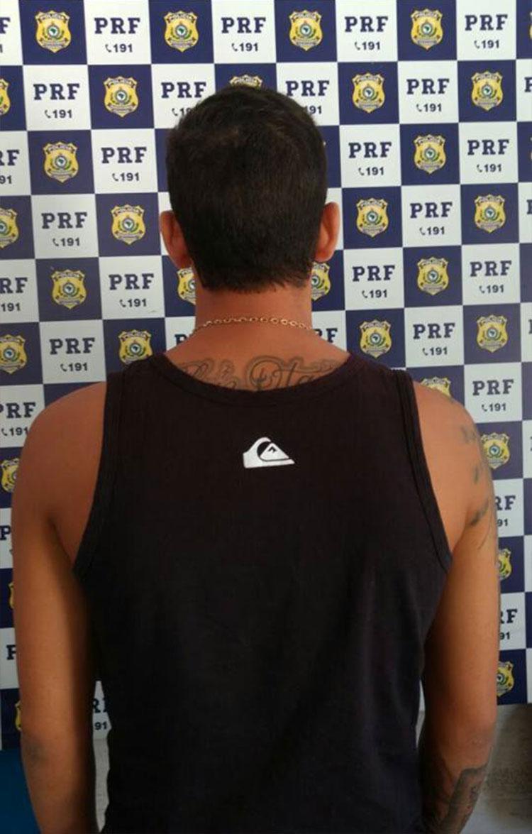 O homem tem 25 anos e está à disposição da justiça - Foto: PRF | Divulgação