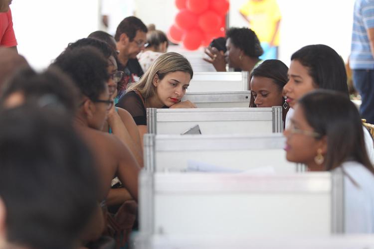 A expectativa é que pelo menos 5 mil pessoas sejam atendidas até o final do dia de domingo - Foto: Raul Spinassé l Ag. A TARDE