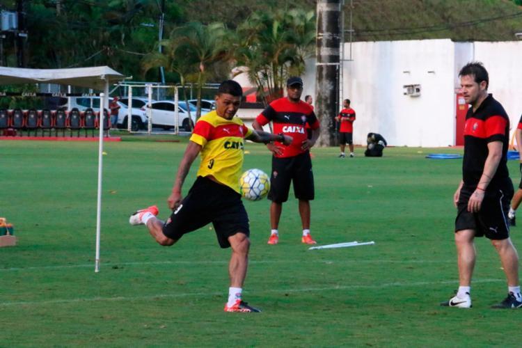 Kieza treinou normalmente com o restante do elenco - Foto: Francisco Galvão | EC Vitória