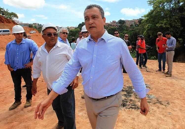 Governador Rui Costa durante visita ao canteiro de obras da Via Barradão - Foto: Luciano da Matta l Ag. A TARDE