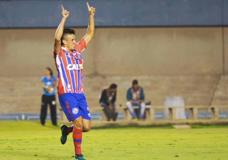 Juninho comemora o único gol da partida - Foto: Carlos Costa | Futura Press | Estadão Conteúdo
