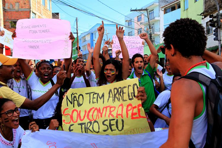 Onda de protestos de estudantes teve ato público no Barbalho nesta sexta-feira, 4 - Foto: Xando Pereira l Ag. A TARDE