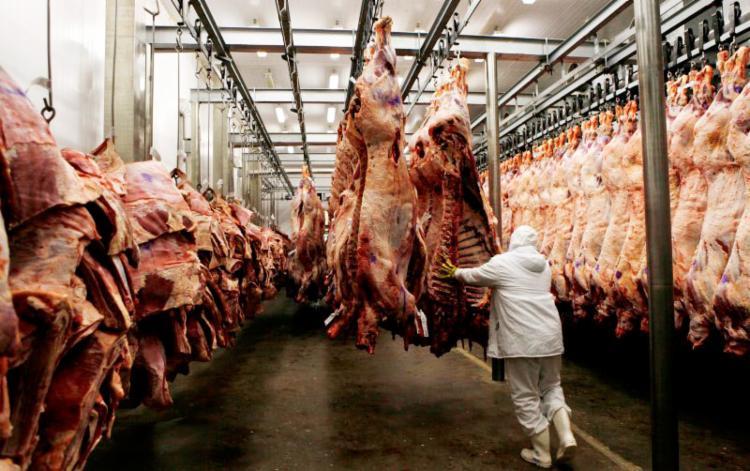 O consumidor busca produtos sem o uso excessivo de aditivos químicos e medicamentos - Foto: Paulo Whitaker | Reuters