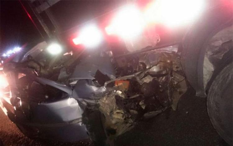 Carro conduzido por Otoniel bateu no fundo do caminhão