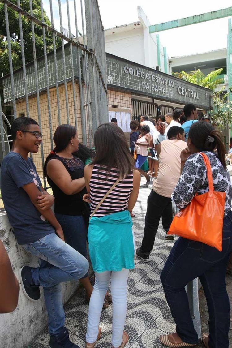 Chegada dos participantes ao Colégio Central - Foto: Margarida Neide   Ag. A TARDE