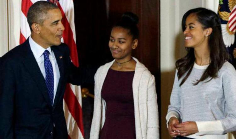 Barack Obama ao lado das filhas Sasha e Malia - Foto: Gary Cameron | Reuters