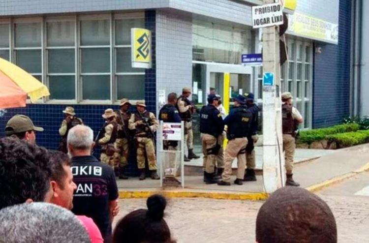O sequestro acontece desde as 8h e o local onde as vítimas estão é desconhecido - Foto: Cidadão Repórter   Via WhatsApp