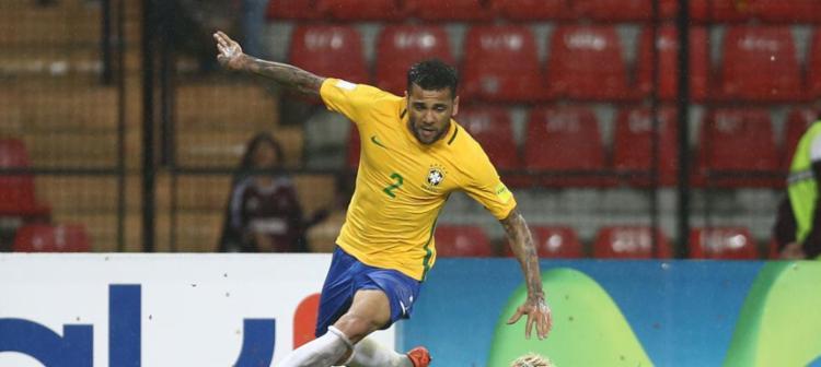 Daniel Alves vestira a camisa 4 em homenagem a Carlos Alberto Torres - Foto: Lucas Figueiredo | CBF