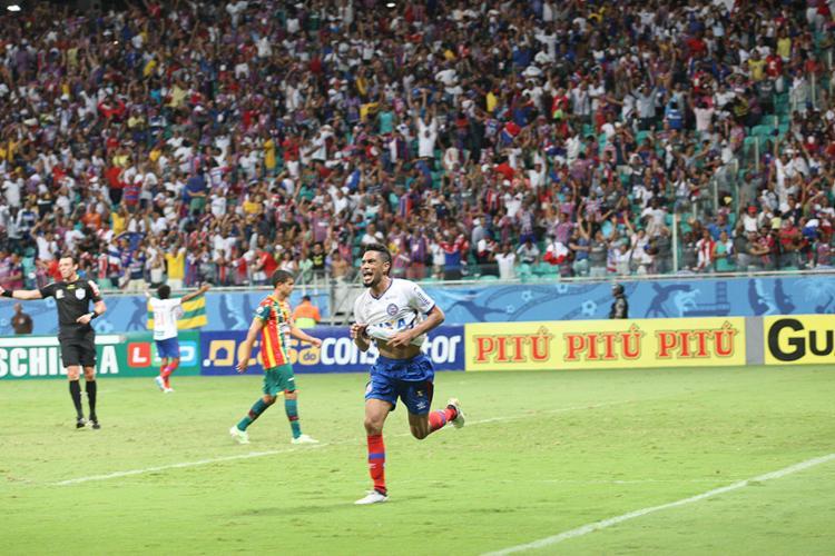 Hernane foi o autor do gol salvador - Foto: Margarida Neide l Ag. A TARDE