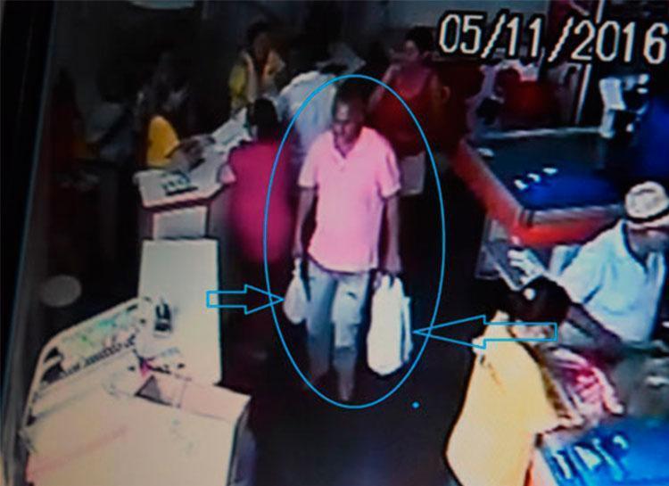 Câmera de segurança filmou suspeito em supermercado - Foto: Lay Amorim   Reprodução   Brumado Notícias