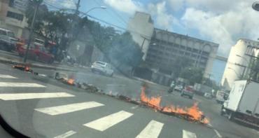 O engarrafamento já está nas intermediações do largo da Calçada - Foto: Isabela Duarte | Cidadão Repórter | Via WhatsApp