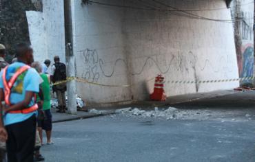 Cláudio de Oliveira foi atingido por uma barra de concreto no local - Foto: Mila Cordeiro l Ag. A TARDE