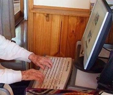 Idosa conheceu namorado pela internet - Foto: Reprodução