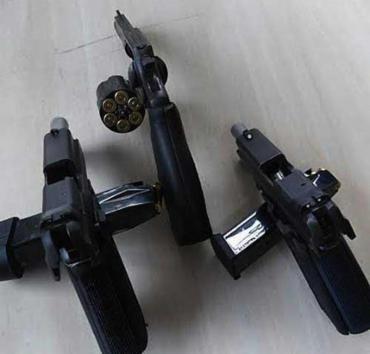 Armas apreendidas com os assaltantes - Foto: Ascom | PMBA