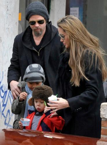 Juiz concedeu à atriz a custódia legal integral das crianças - Foto: Michele Crosera   Reuters