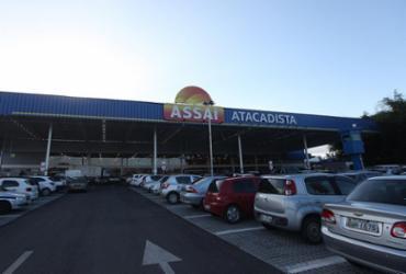 Supermercado é interditado por causar congestionamento e desvio de atividade