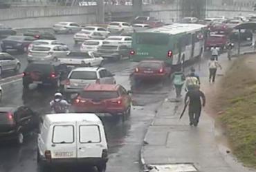 Motoristas devem redobrar a atenção devido à chuva em Salvador