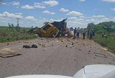 Bandidos interceptam e explodem carro-forte em rodovia