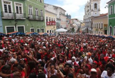 Festa de Santa Bárbara leva devotos ao Pelourinho