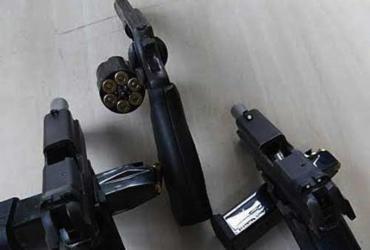 Polícia cerca agência dos Correios libera reféns e prende assaltantes