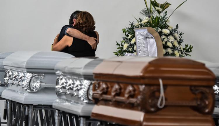 Familiares do jogador Nilson Junior Folle compartilham a dor da perda - Foto: Luis Acosta   AFP