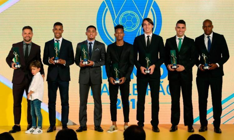 Apenas alguns jogadores da seleção do Brasileirão compareceram à premiação - Foto: Ricardo Stuckert | CBF