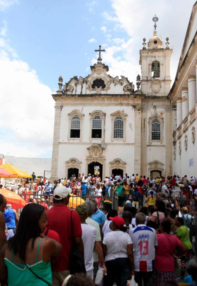 Comemorações tiveram início a partir das 5h na igreja Santa Luzia - Foto: Edilson Lima | Ag. A TARDE