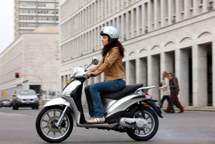 Liberty S150 tem motor i-get de 155 cm³ e 13 cavalos de potência máxima - Foto: Divulgação Piaggio