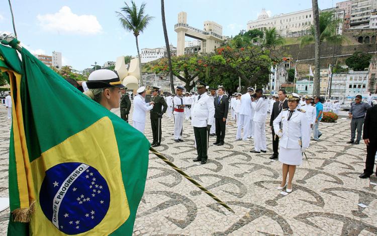 Autoridades civis e militares foram homenageadas com a Medalha Mérito Tamandaré, patrono da Marinha - Foto: Luciano da Matta l Ag. A TARDE