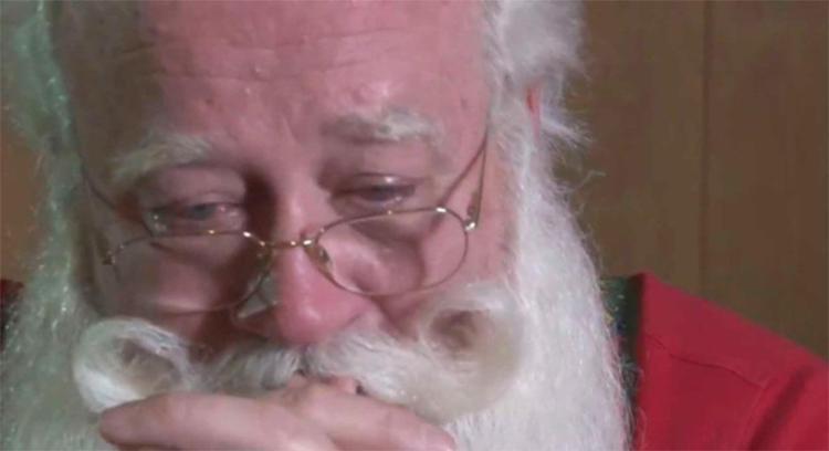 Papai Noel se emocionou ao relembrar contato com menino - Foto: Reprodução | Knoxnews.com