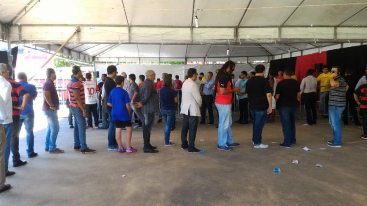 Sócios vão ao Barradão escolher seus representantes - Foto: Vitor Villar   Ag. A TARDE