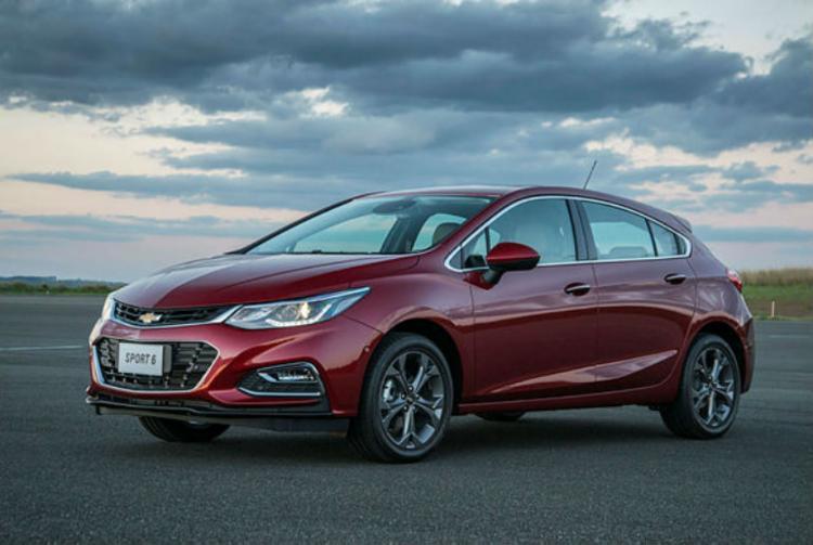 O Cruze tem visual global e motor 1.4 turbo, câmbio automático e itens tecnológicos - Foto: Divulgação Chevrolet