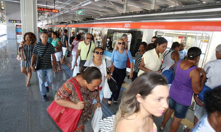 População usa o metrô para encurtar o tempo de deslocamento - Foto: Luciano da Matta l Ag. A TARDE