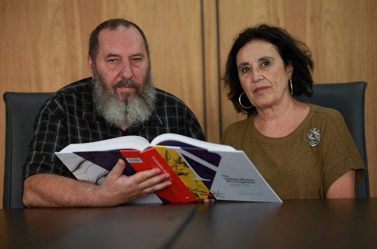 Os autores Magnus Roberto e Ana Lúcia Rocha Barbalho - Foto: Adilton Venegeroles l Ag. A TARDE