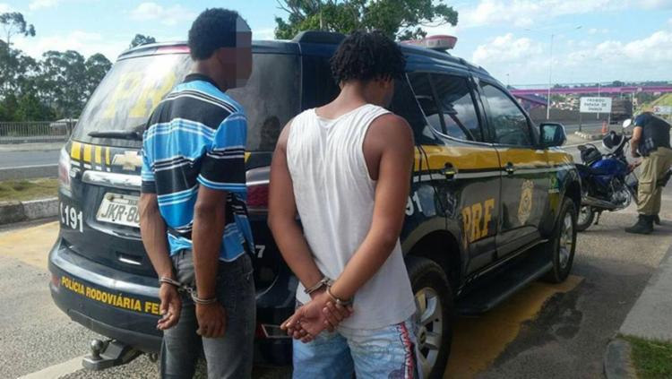 A dupla foi encaminhada à Delegacia de Polícia Civil de Simões de Filho - Foto: PRF   Divulgação