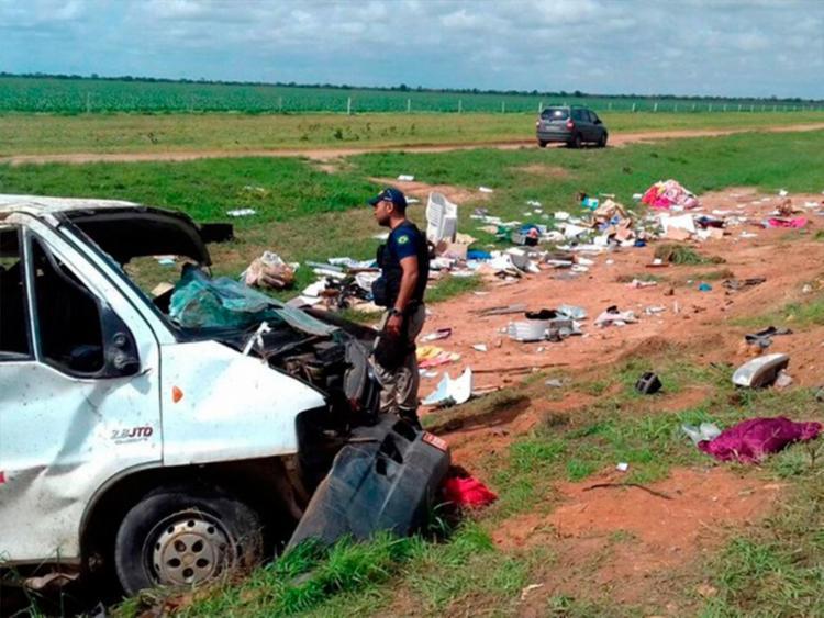 Os veículos colidiram e saíram da estrada - Foto: Magnum Fravetto   Blog do Sigi Vilares