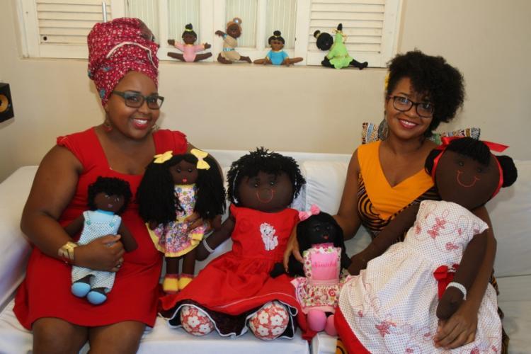 As irmãs Adriana e Patrícia Silva criaram a Ka Naombo, que só vende bonecas negras - Foto: Lúcio Távora | Ag. A TARDE
