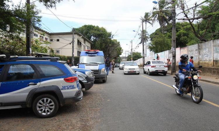 Sandra foi assassinada na Estrada da Muriçoca, Vale dos Lagos - Foto: Edilson Lima | Ag. A TARDE