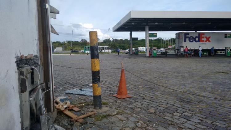 Bandidos colocaram os explosivos no cofre, que tinha uma saída lateral - Foto: Edilson Lima | Ag. A TARDE
