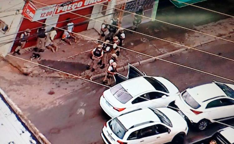 Um dos criminosos foi detido no Vale da Muriçoca; outro homem foi abordado, mas liberado - Foto: Reprodução | TV Record