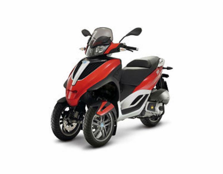 O Piaggio Yournam LT Sport vem equipado com sistema de freios ABS e AST - Foto: Piaggio Divulgação