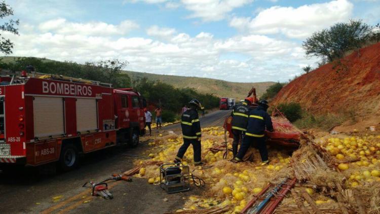 Acidente aconteceu na manhã desta quinta-feira, 22, cerca de 20 km Maracás - Foto: Divulgação | Corpo de Bombeiros