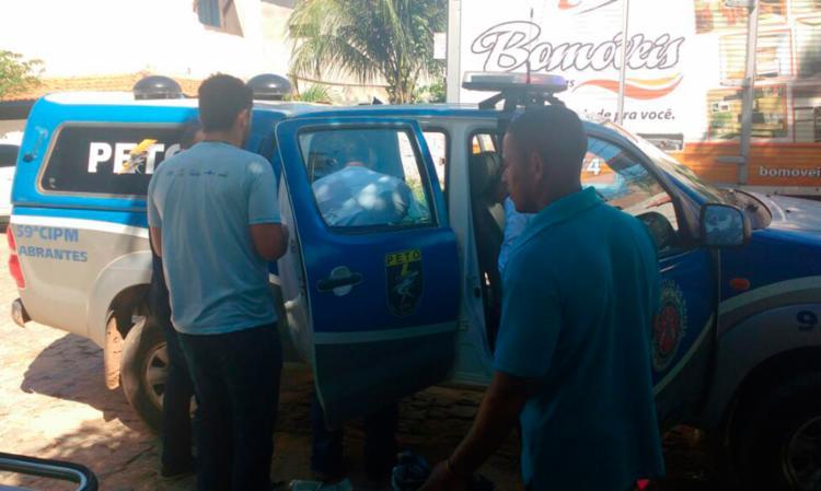 Parto foi feito na viatura, em frente à UPA - Foto: Divulgação | Polícia