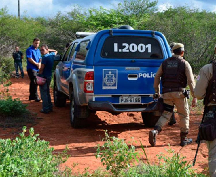 Policiais estiveram no local onde o corpo da criança foi achado - Foto: Reprodução | Brumado Notícias