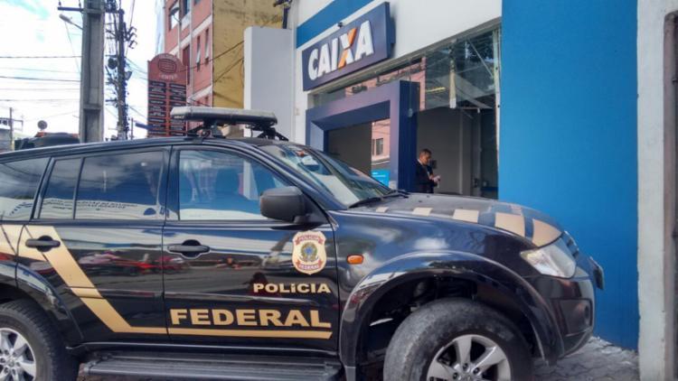 Policiais federais estiveram no local e desativaram três explosivos - Foto: Edilson Lima | Ag. A TARDE