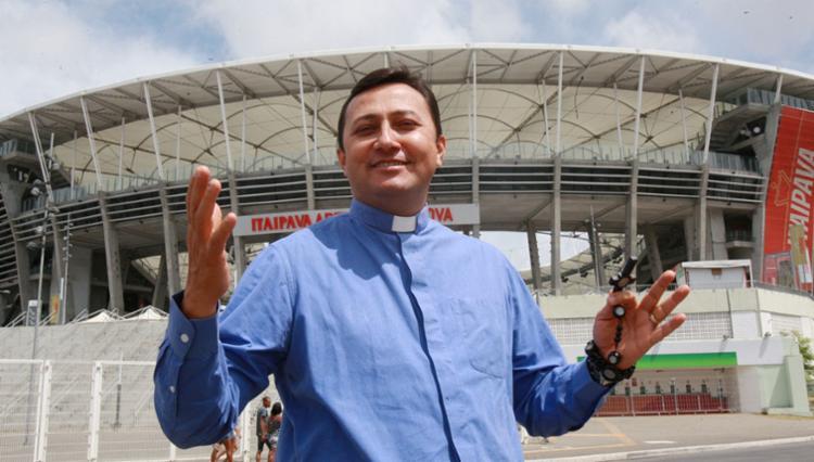 Padre Avelino é um dos responsáveis pela organização do evento - Foto: Luciano da Matta | Ag. A TARDE | 21.12.2016