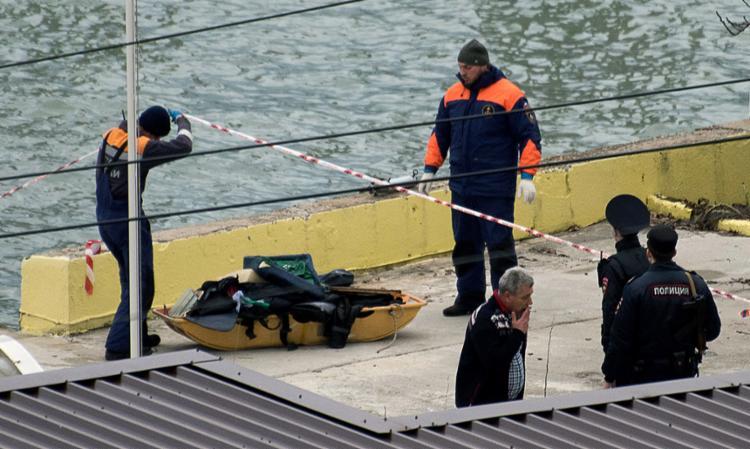 Exército russo retira do mar objetos do avião que caiu - Foto: Ekaterina Lyzlova | AFP Photo