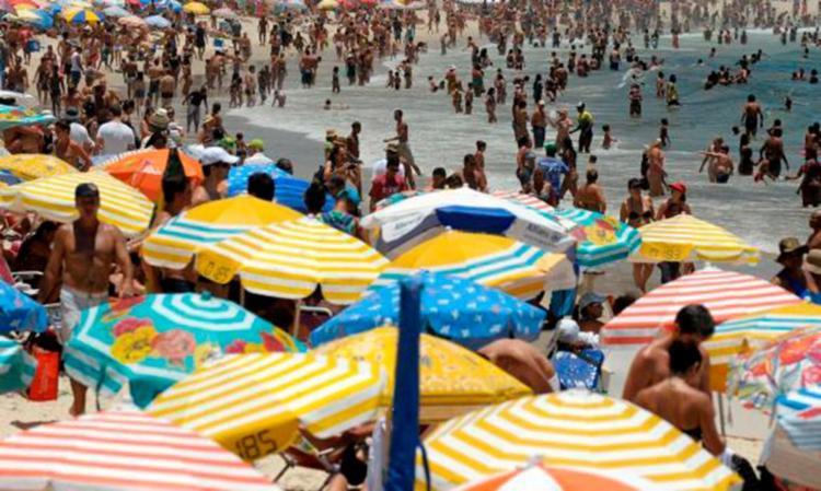 Hidratação é fundamental para enfrentar o sol - Foto: Fernando Frazão | Agencia Brasil